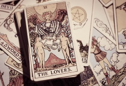 Golden Rules to Ask Love Tarot Questions Effectively In A Reading