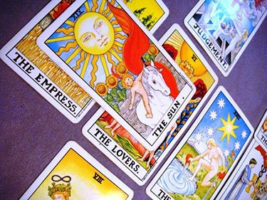 tarot cards give clarity to your love life